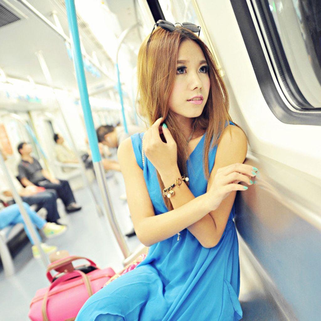 地铁站的白富美