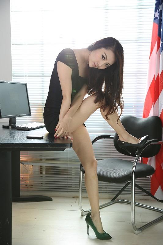 老婆在办公室被经理干