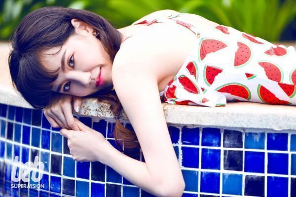 游戏女神又发福利 叶梓萱清凉泳池写真来袭