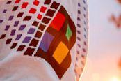 回头率惊人!微软公布Windows 95复古风格毛衣