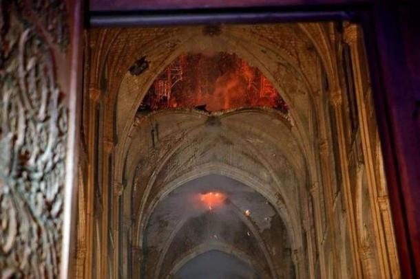 永驻的时光,将巴黎圣母院定格在《我的世界》