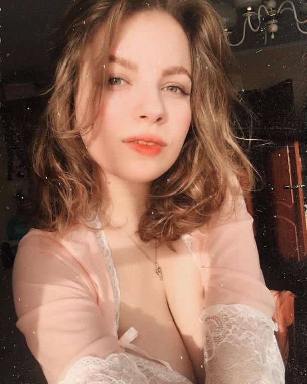 俄罗斯美女Cos《守望先锋》小美 性感可爱乳量惊人