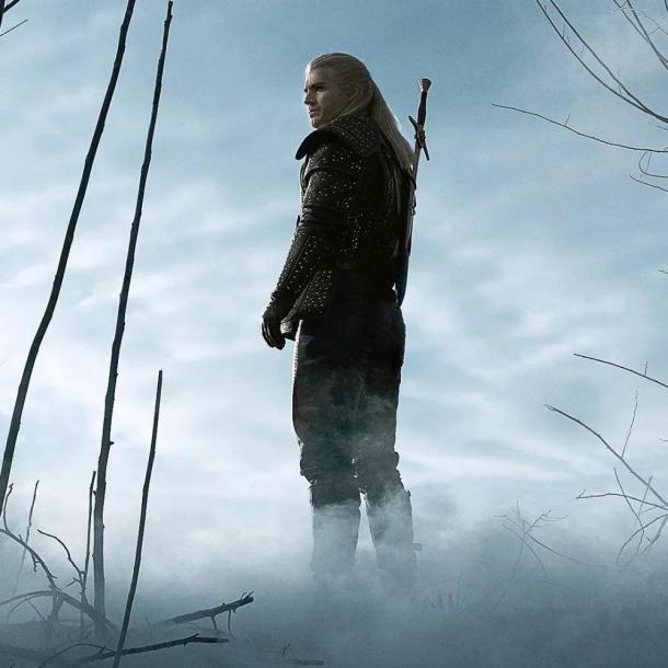 《巫師》電視劇為何白狼只有一把劍 銀劍去哪了?